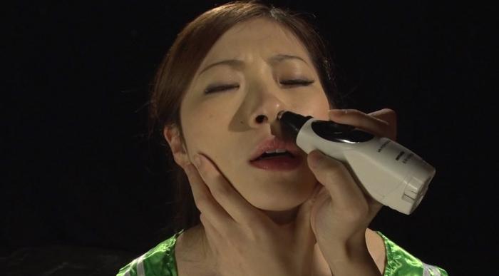 素手顔面嬲りと三方向鼻フックによる羞恥責めに泣く女32
