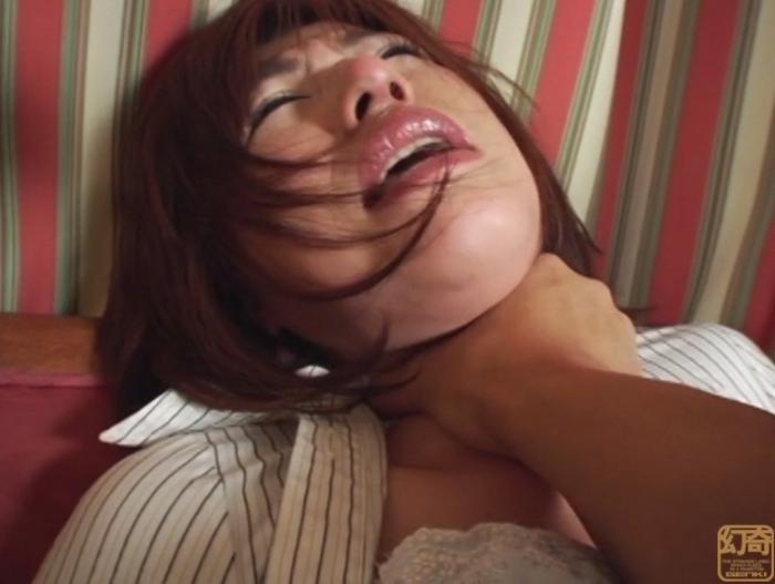 悪徳首絞め面接に泣き崩れるセレブな若妻1