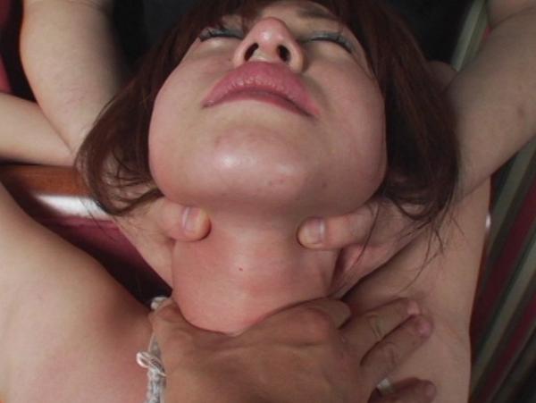 悪徳首絞め面接に泣き崩れるセレブな若妻21