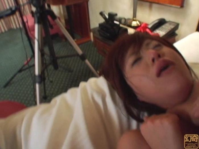 悪徳首絞め面接に泣き崩れるセレブな若妻4
