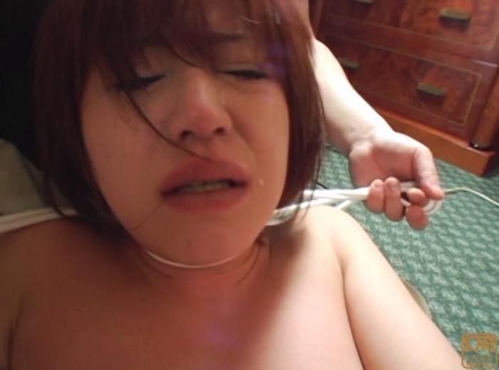 悪徳首絞め面接に泣き崩れるセレブな若妻8