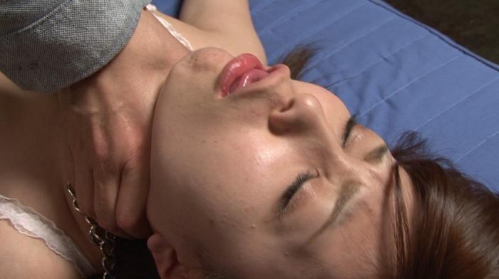 微睡み咽喉の嗚咽と咳嗽と性1