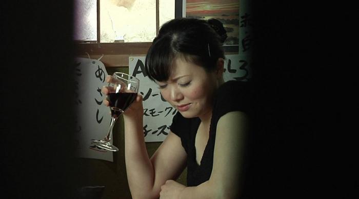居酒屋でゲロを吐く女 盗撮風1