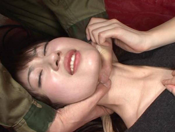 首の圧迫と股から大量の愛液12