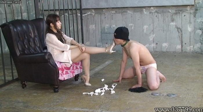 エミル女王様を崇拝するマゾ男専属奴隷達 乙姫エミル24