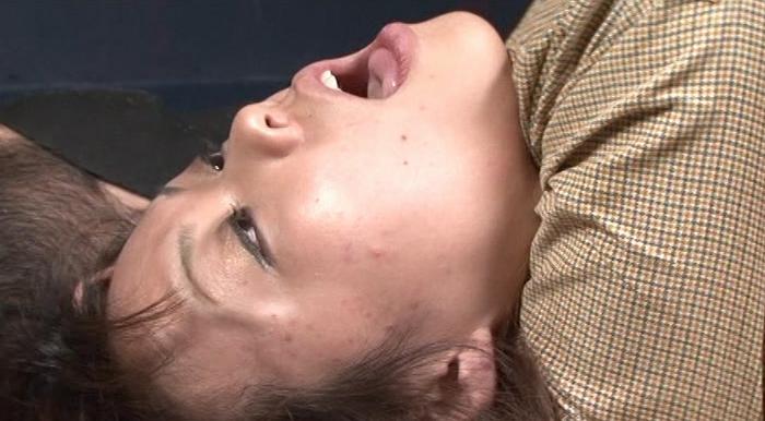 白濁し裏返り眼球に疼き痙攣13