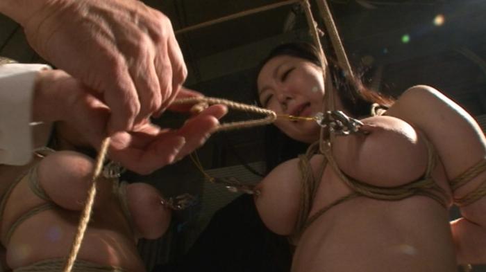 乳房拷問 おっぱい縄しぼり11